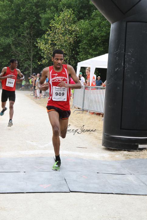 Youssef Mekdafou facile vainqueur consultant son chrono