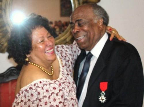 Robert Geoffroy félicité par son épouse Nita