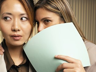 817814-office-gossip