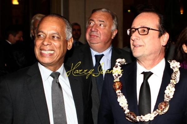 En compagnie de François Hollande et de Gérard Larcher