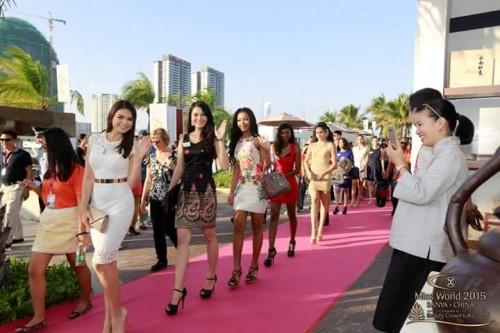 En direction du Yatch Club avec les Miss El Salvador, Myanmar, Gabon et Guam @Miss Monde