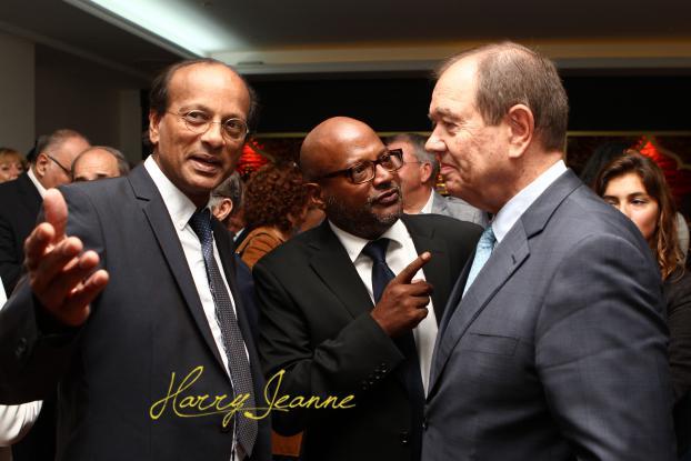 Jean Claude Jasawant à gauche, Didier Gobardhan et Patrick Ollier, maire de Rueil malamaison