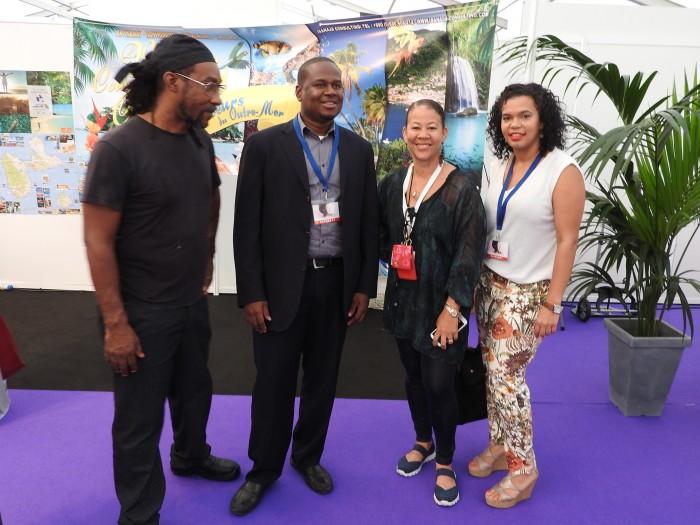 le chef Patrick GUSTAVE, Wendel COCKS Vice Président de la Collectivité Territoriale de St Martin, Isabelle FLANDRINA-ADONIS et Junisa GUMBS Office du Tourisme de St Martin